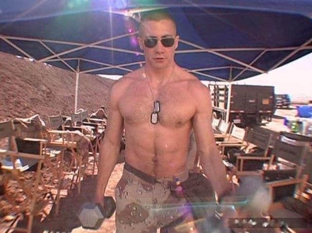 Jake Gyllenhaal shirtless (1)