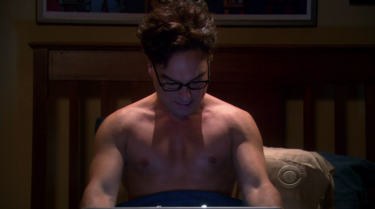 Johnny Galecki naked body