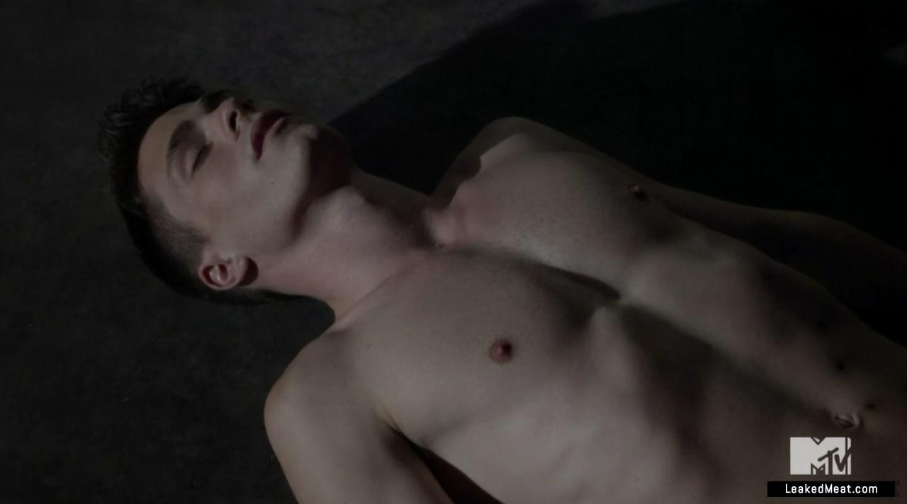 Colton Haynes sexy naked