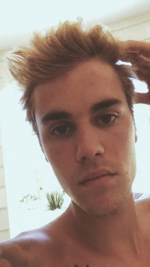 Oh Dear, Now Justin Bieber Is Fully Naked While on Vacation