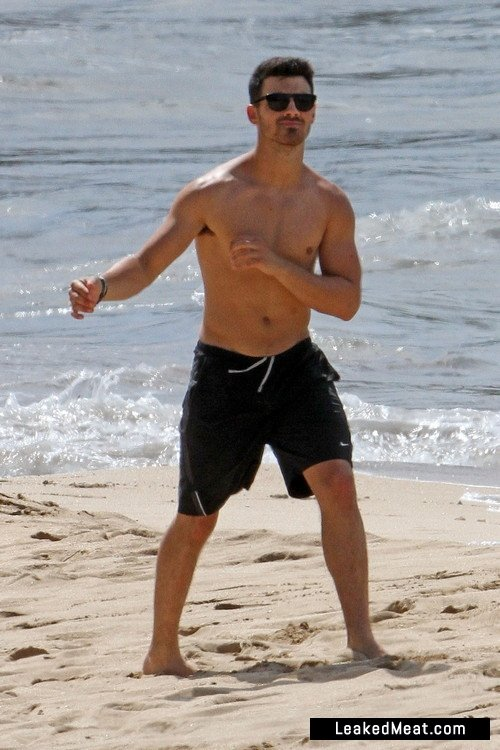 Joe-Jonas-sexy-naked-9C3OPM.jpg