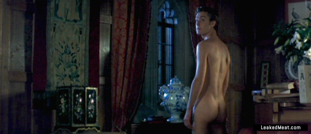 Jude Law naked body