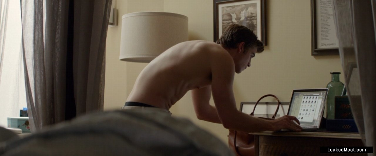 Liam Hemsworth jerking off