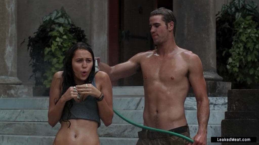 Liam Hemsworth underwear picture