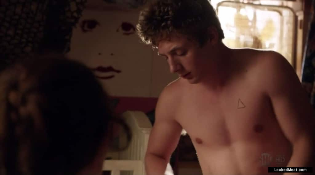 Jeremy Allen White showing dick