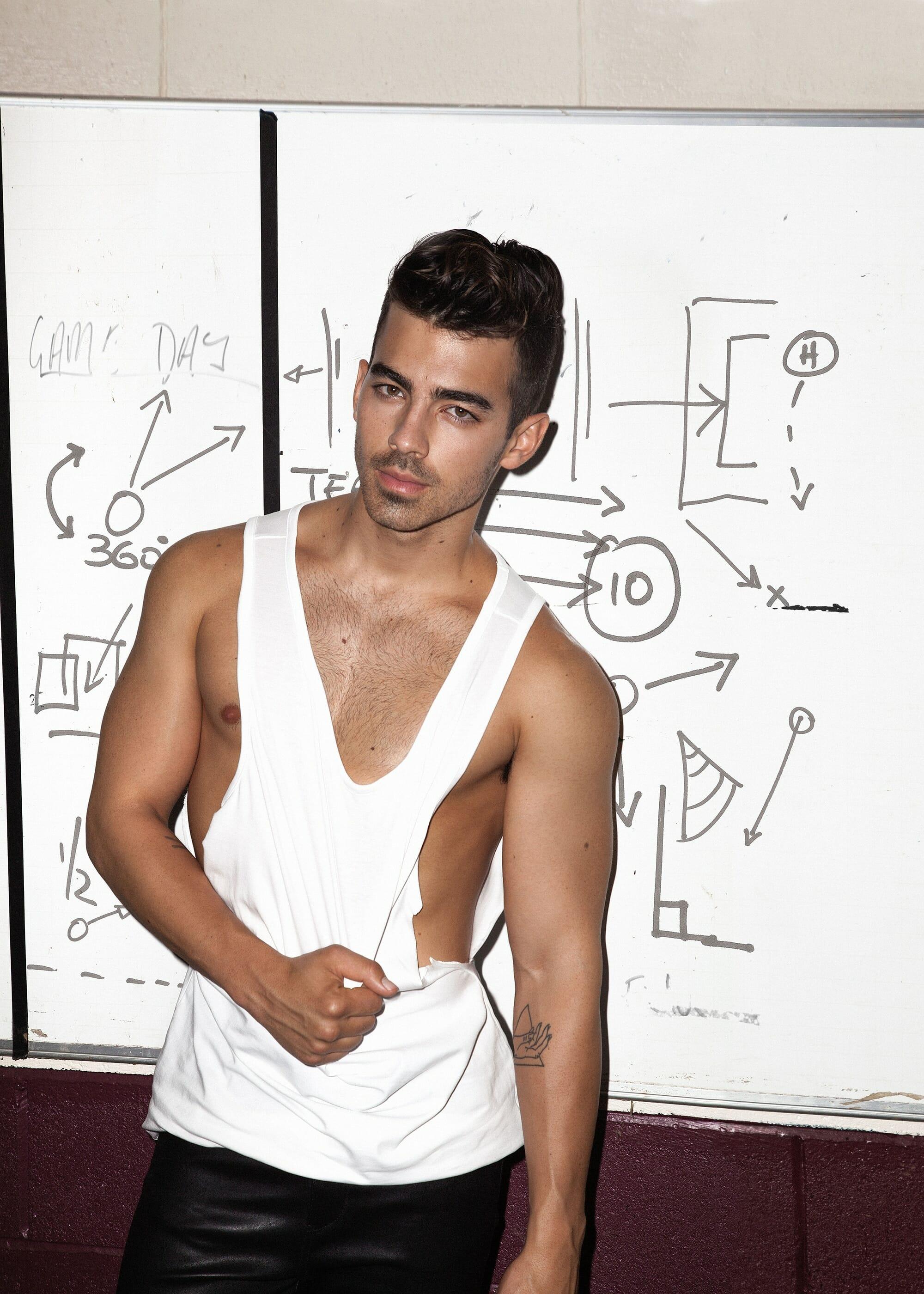 Joe Jonas wet