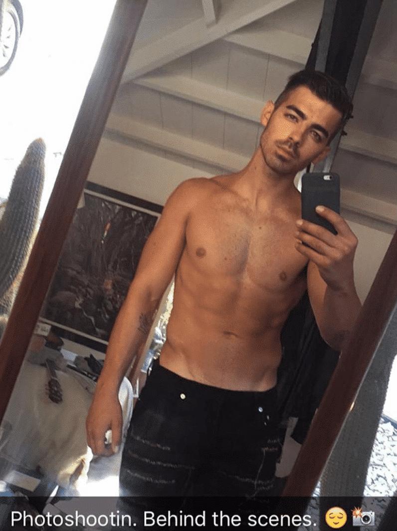 Joe Jonas sexy selfie leak