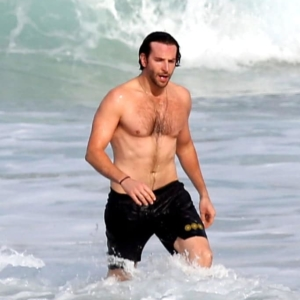 Bradley Cooper uncensored nude pic