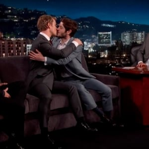 Alfie Allen gay kiss on TV