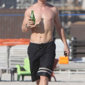 Alfie Allen shirtless and sexy