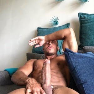 Diego Barros jerking off