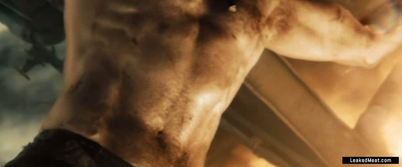 Henry Cavill shirtless pic
