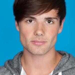 Aaron Lowe sexy as fuck