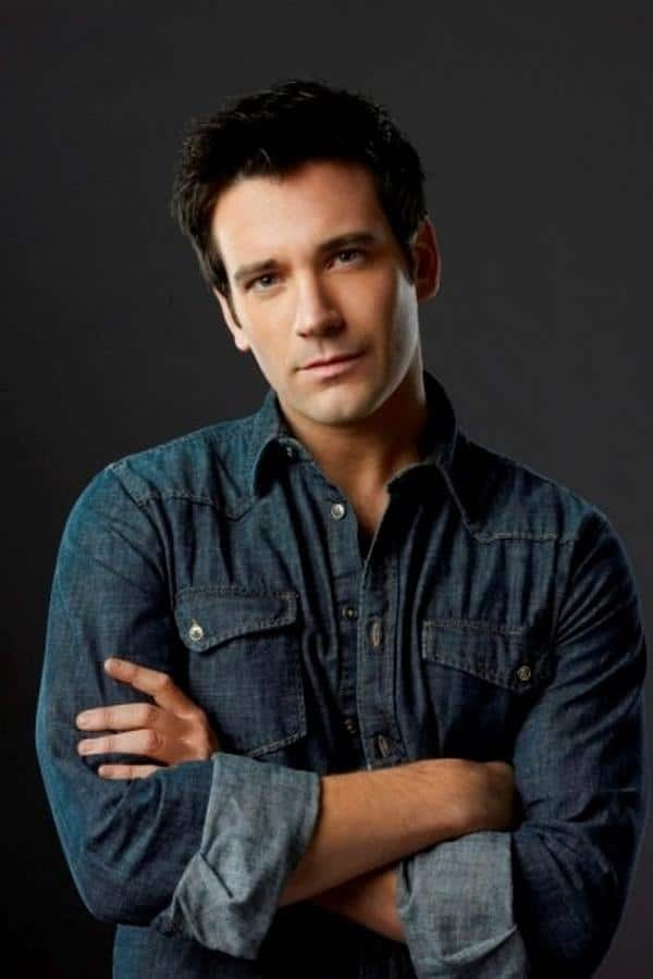 Colin Donnell nude