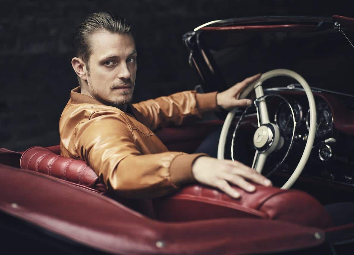 Joel Kinnaman uncensored nude pic