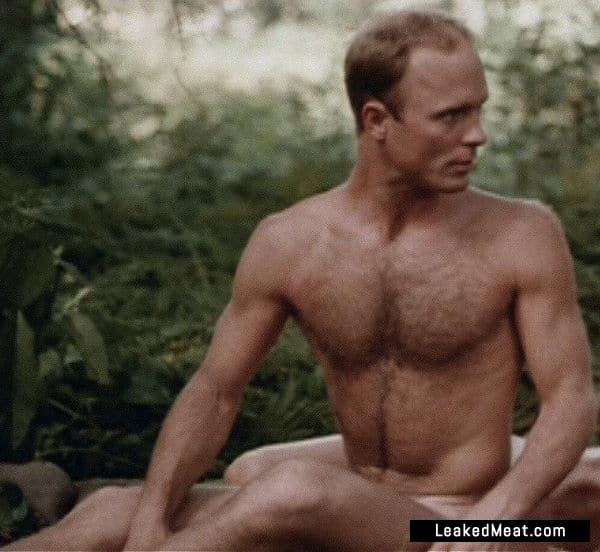 Ed Harris chest