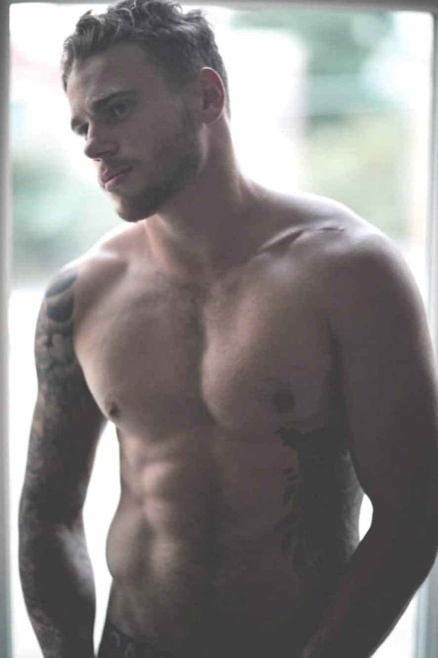 Gus Kenworthy shirtless pic