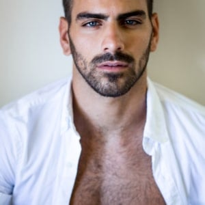Nyle DiMarco big muscles