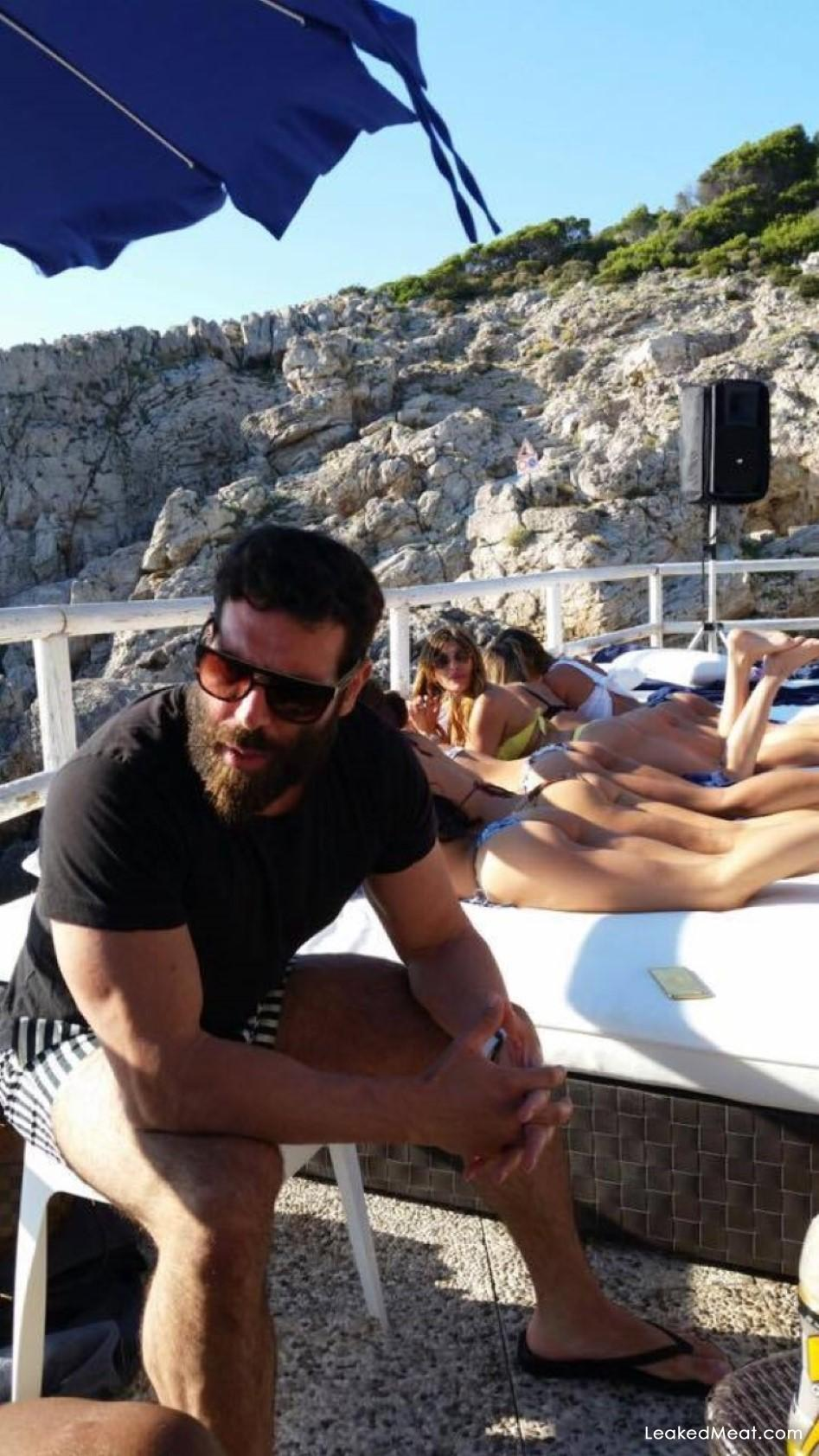 Dan Bilzerian on vacation naked girls